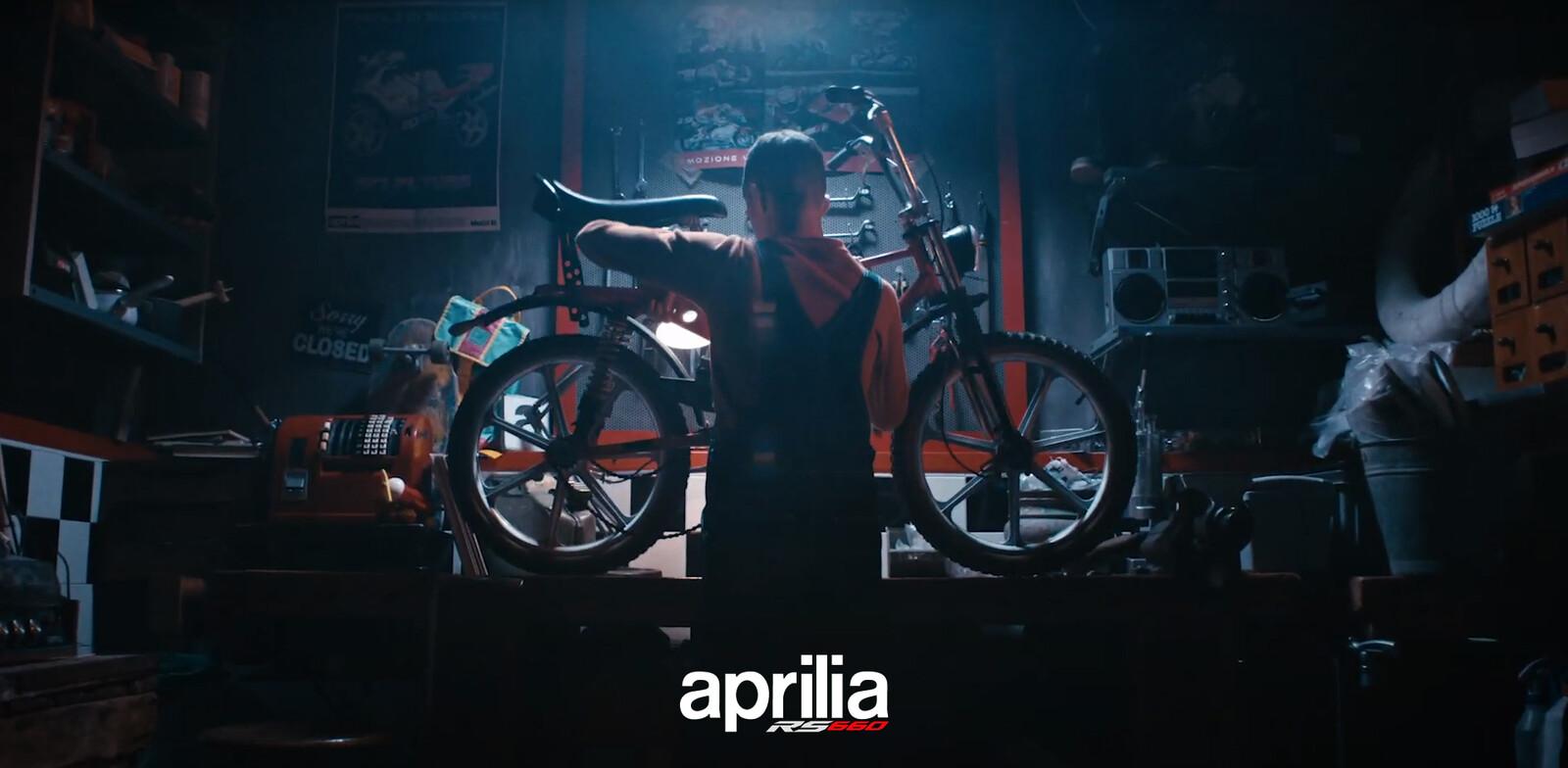 Aprilia Spot- HeroClip