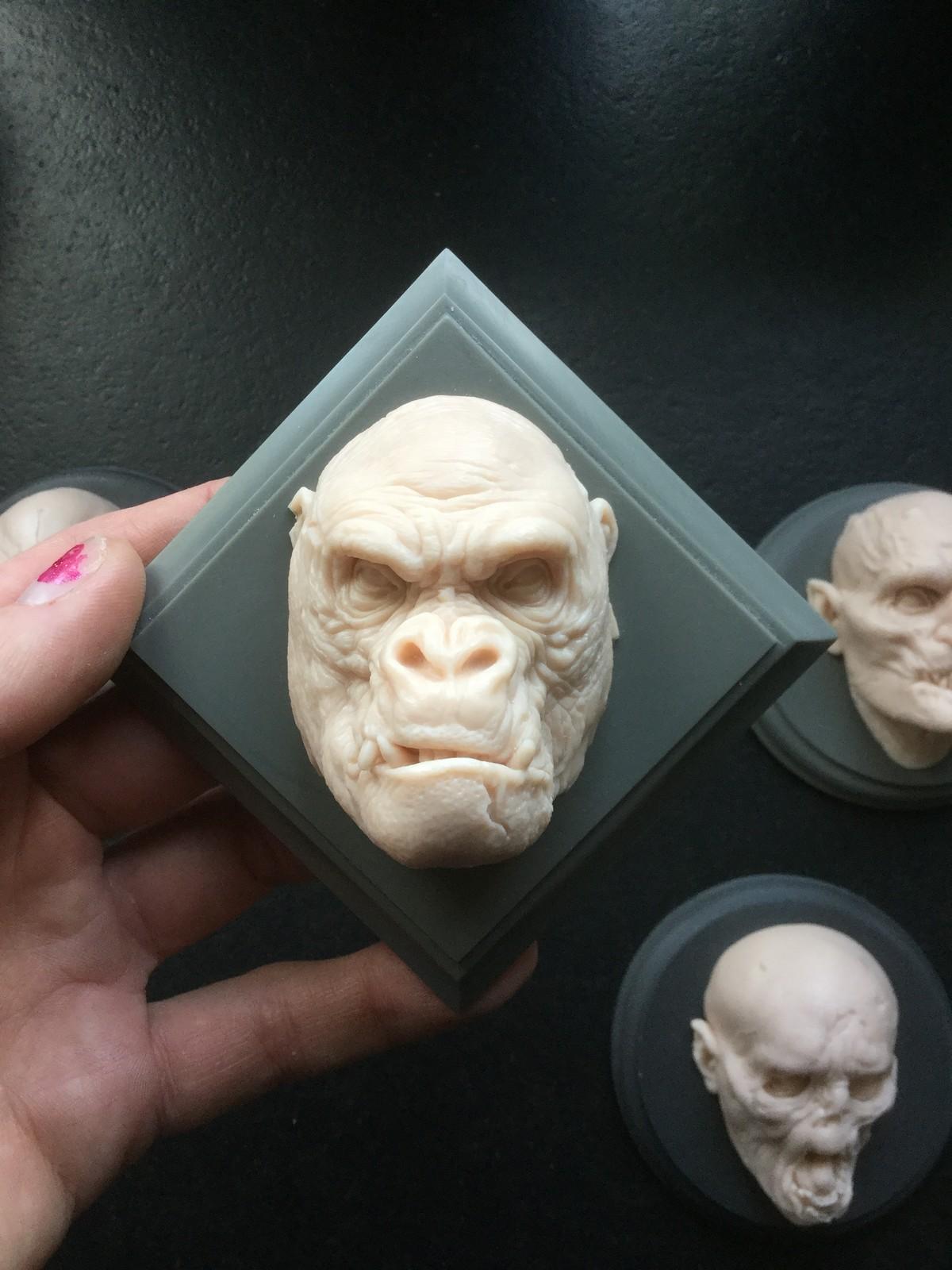 Gorilla/ cast resin