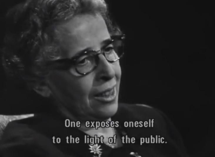 S'Exposer à la Lumière de l'Existence Publique
