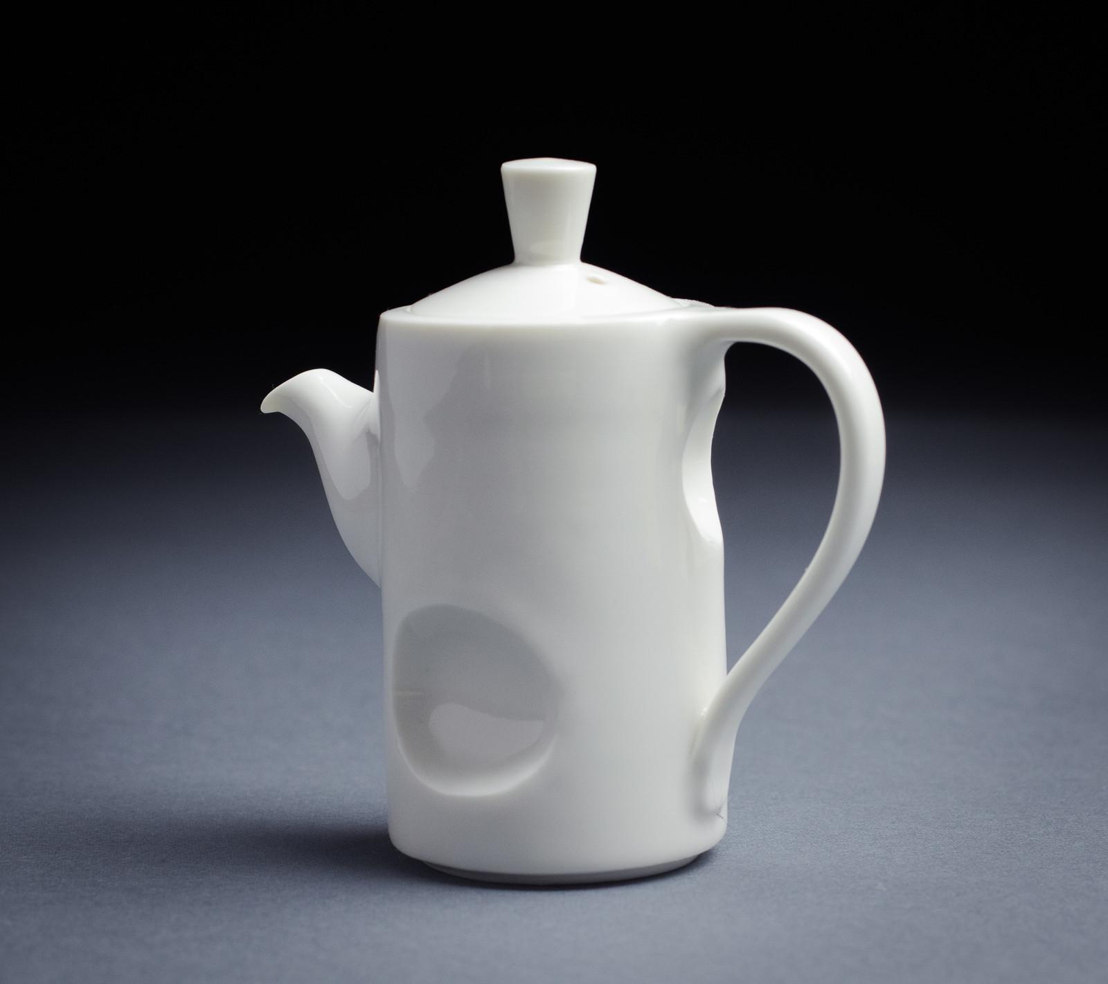 Porcelain teapot 001