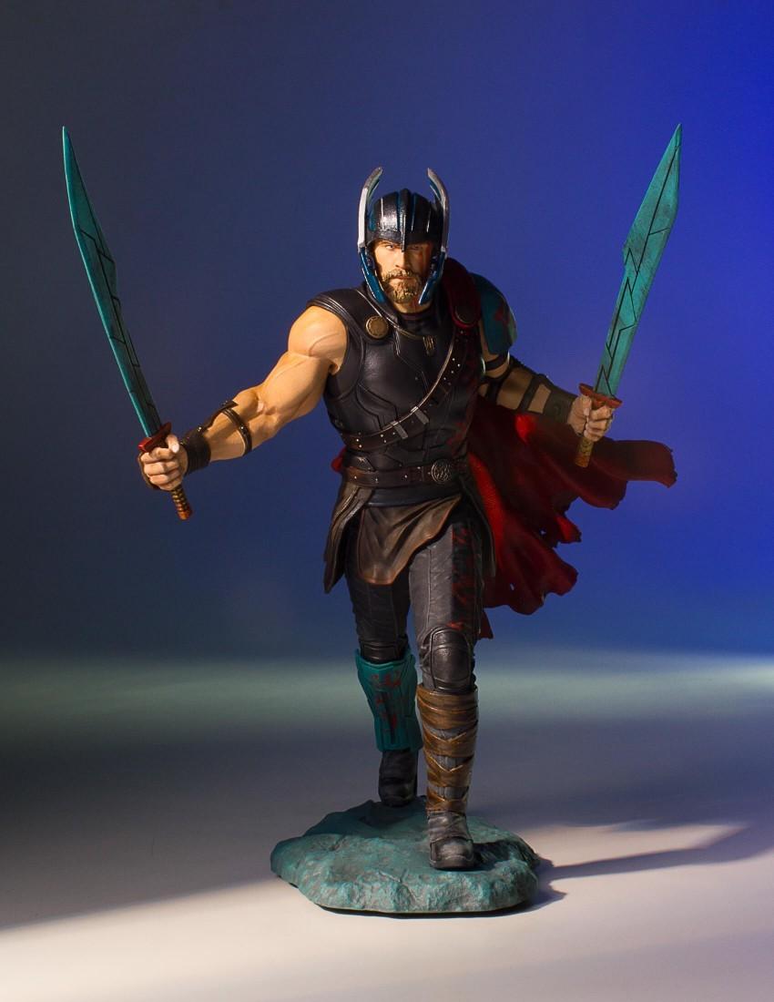 Alejandro pereira gentle giant gladiator thor statue 001