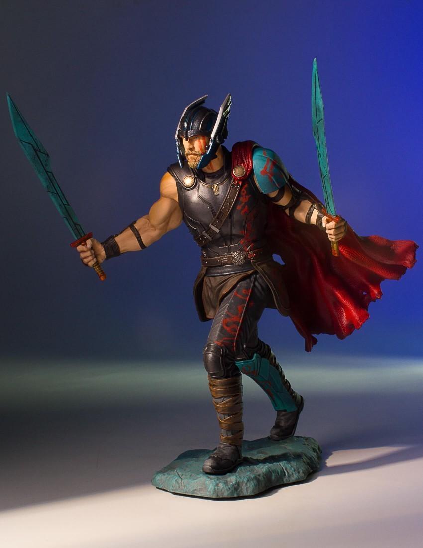 Alejandro pereira gentle giant gladiator thor statue 003