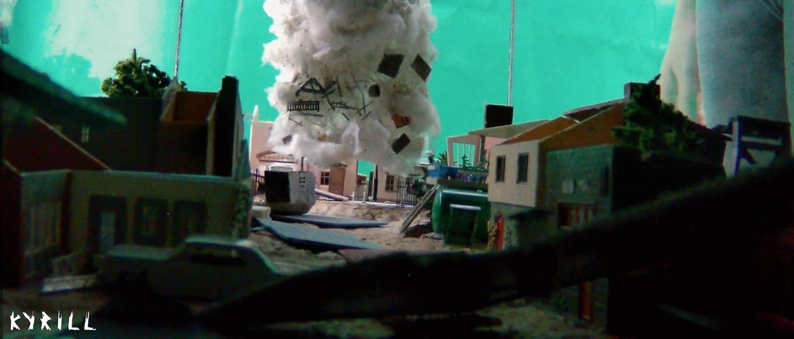 Tornado test while destructing