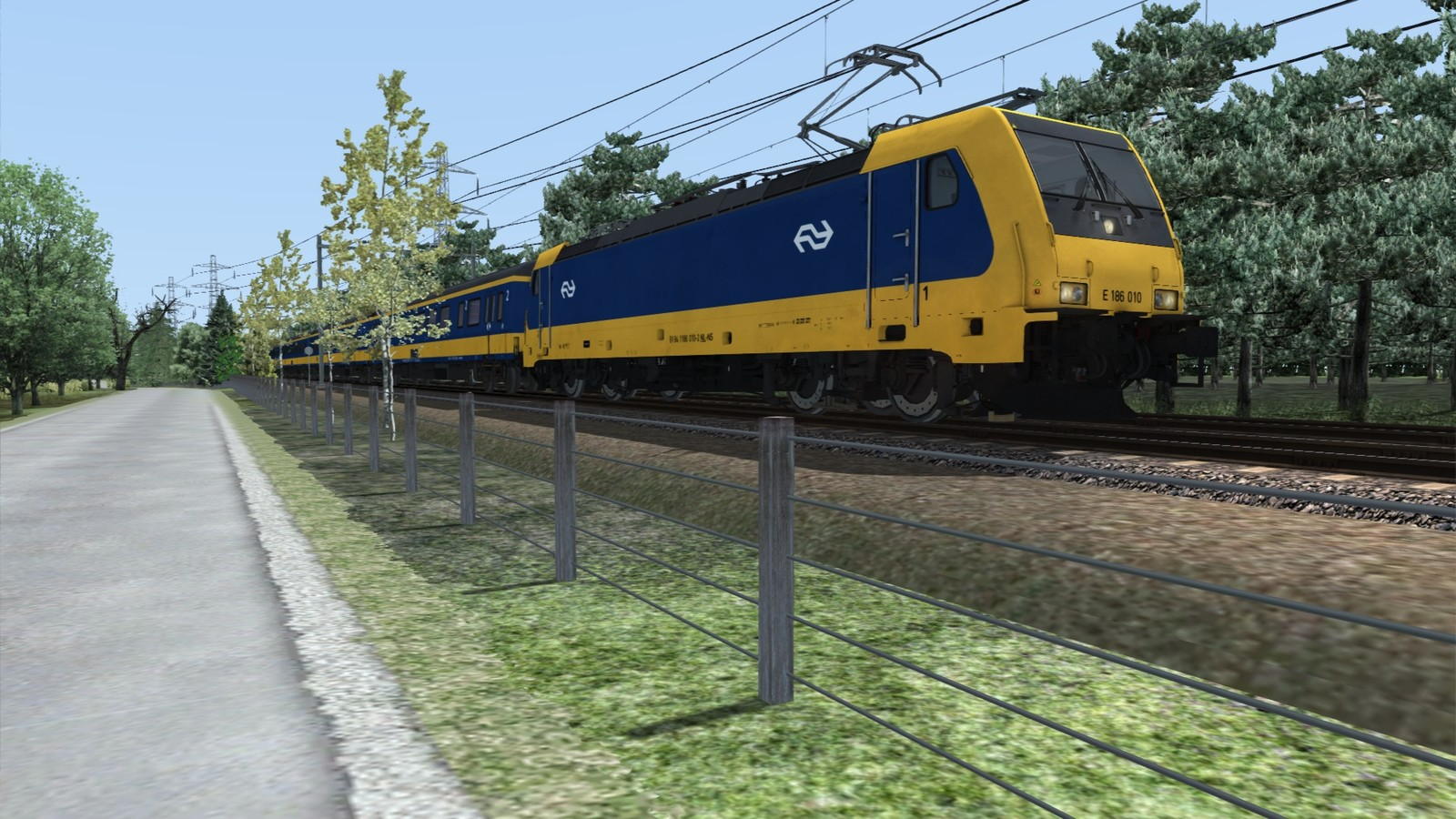 Traxx 186 locomotive with ICRmh wagons. Dutch national railways