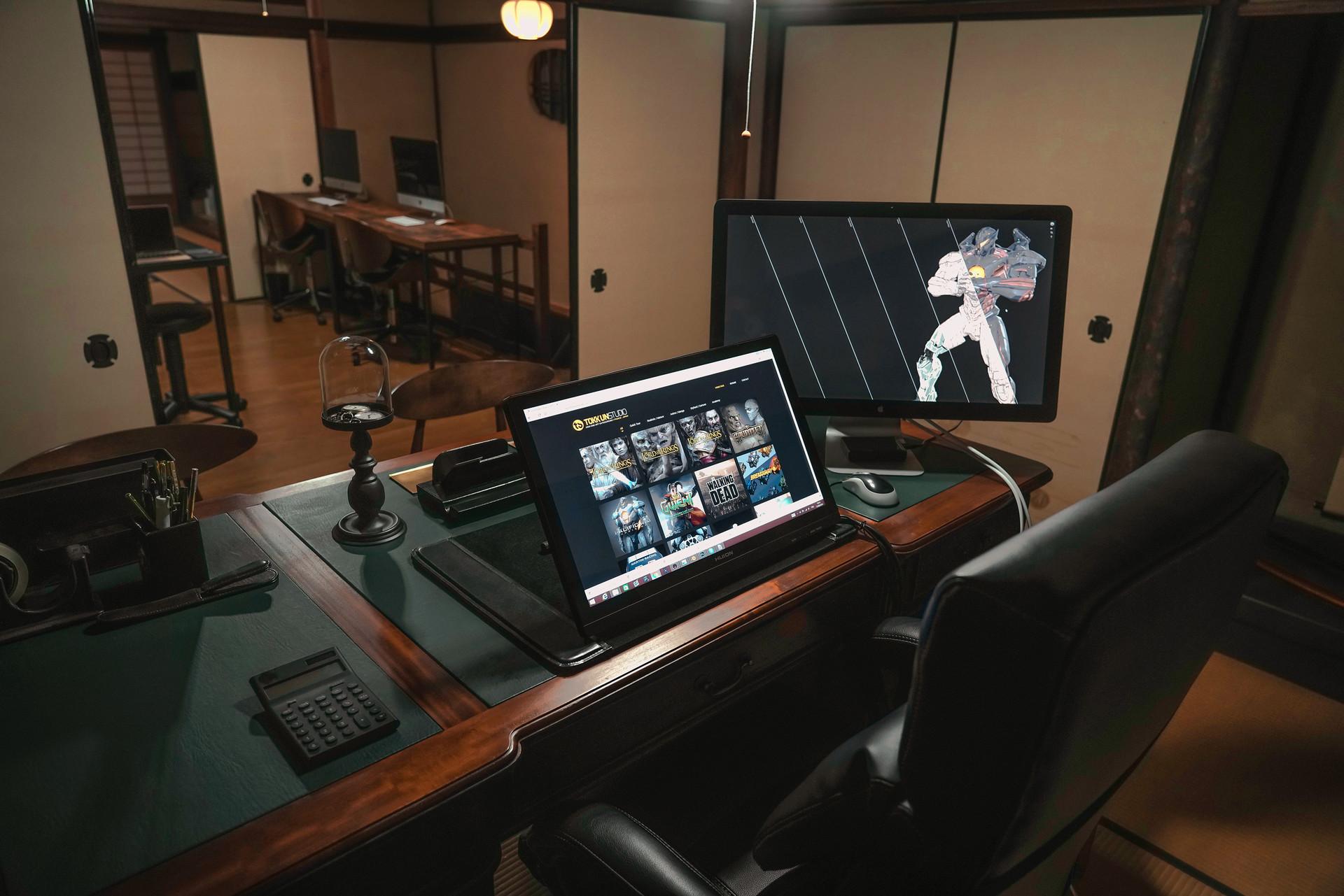 Tokkun studio ceo desk