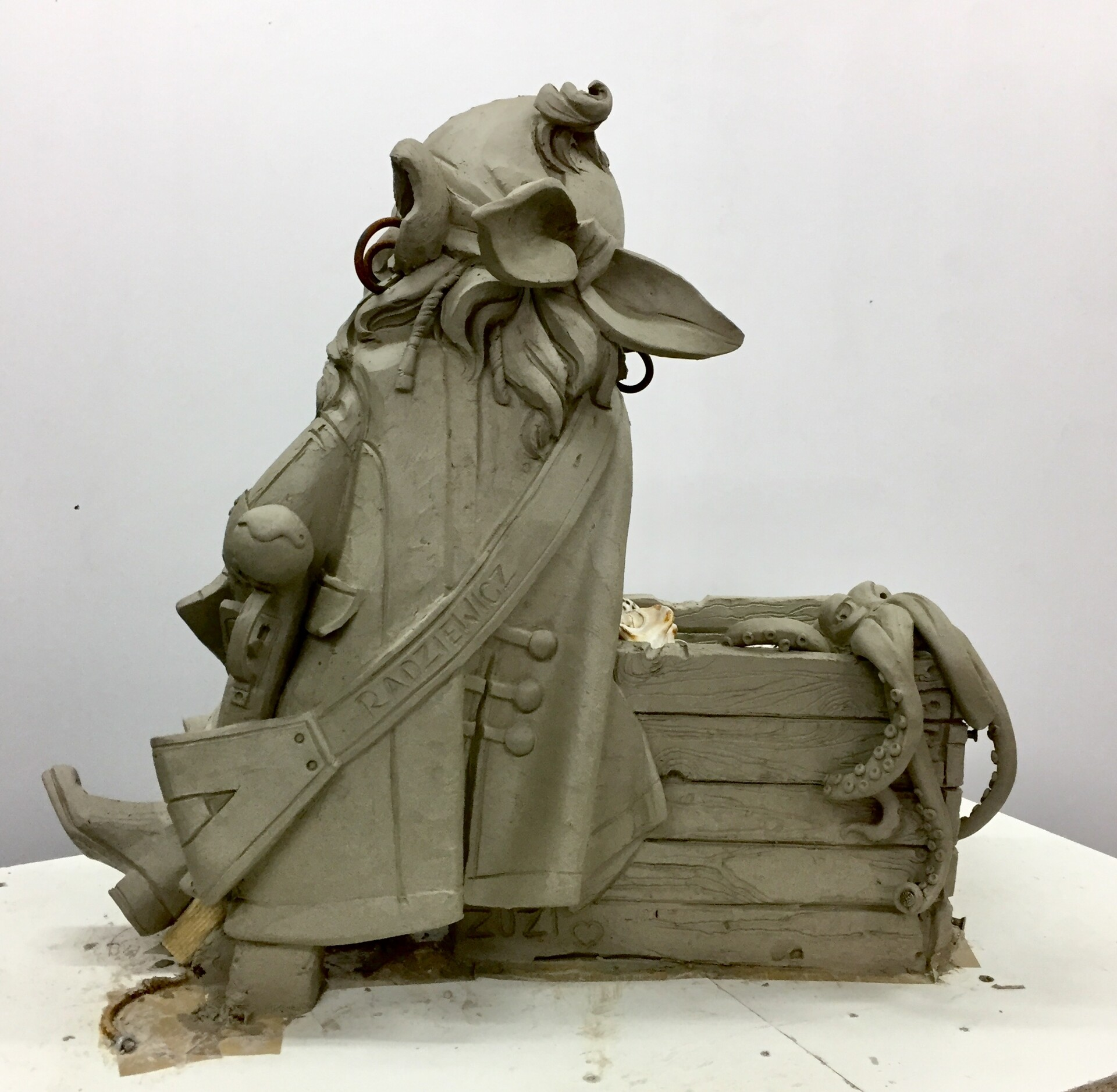 Hewelion clay water sculpture/55cm tall