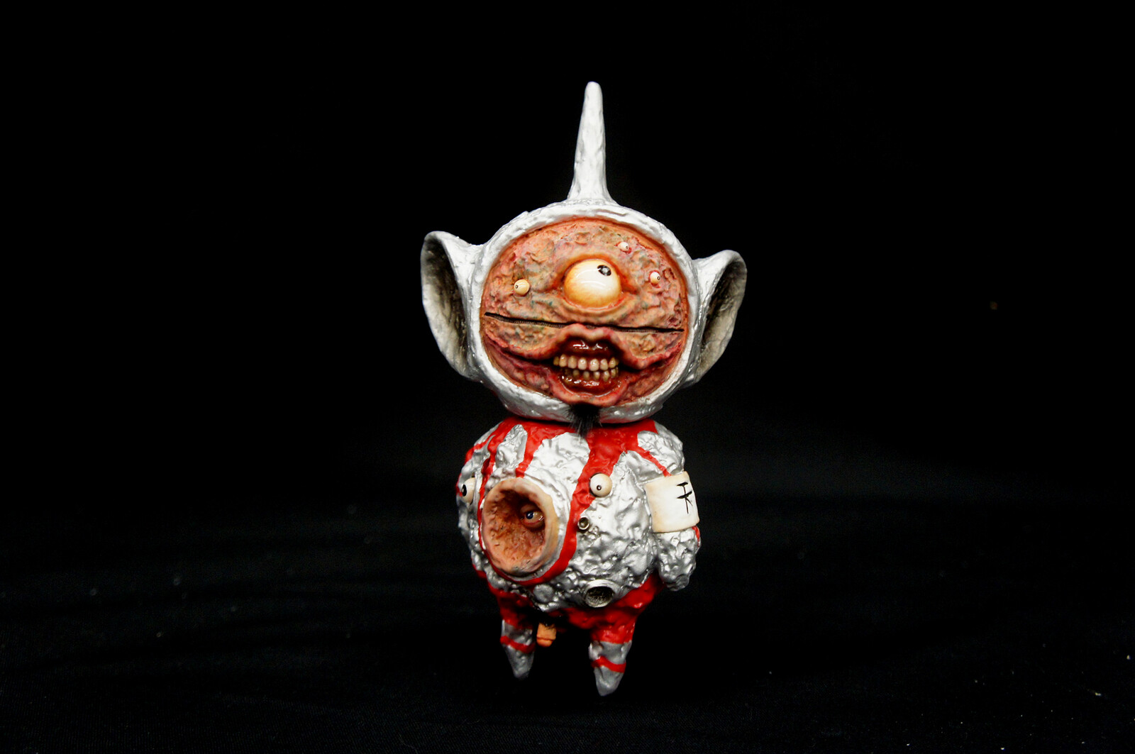 Telemimi in Ultraman Suit Art Statue  https://www.solidart.club/