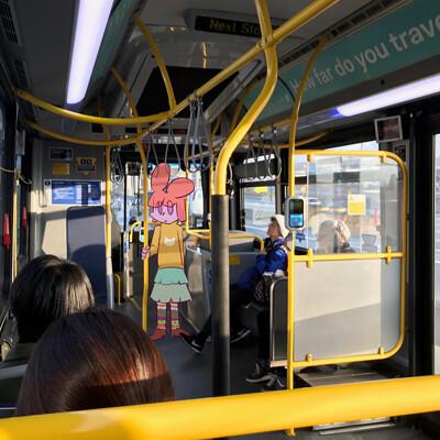 Alayna y bus stop