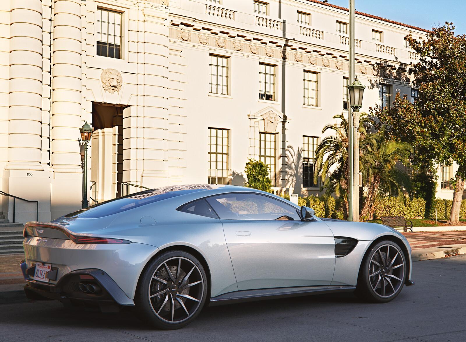 Aston Martin Vantage 2020 - Corona Renderer