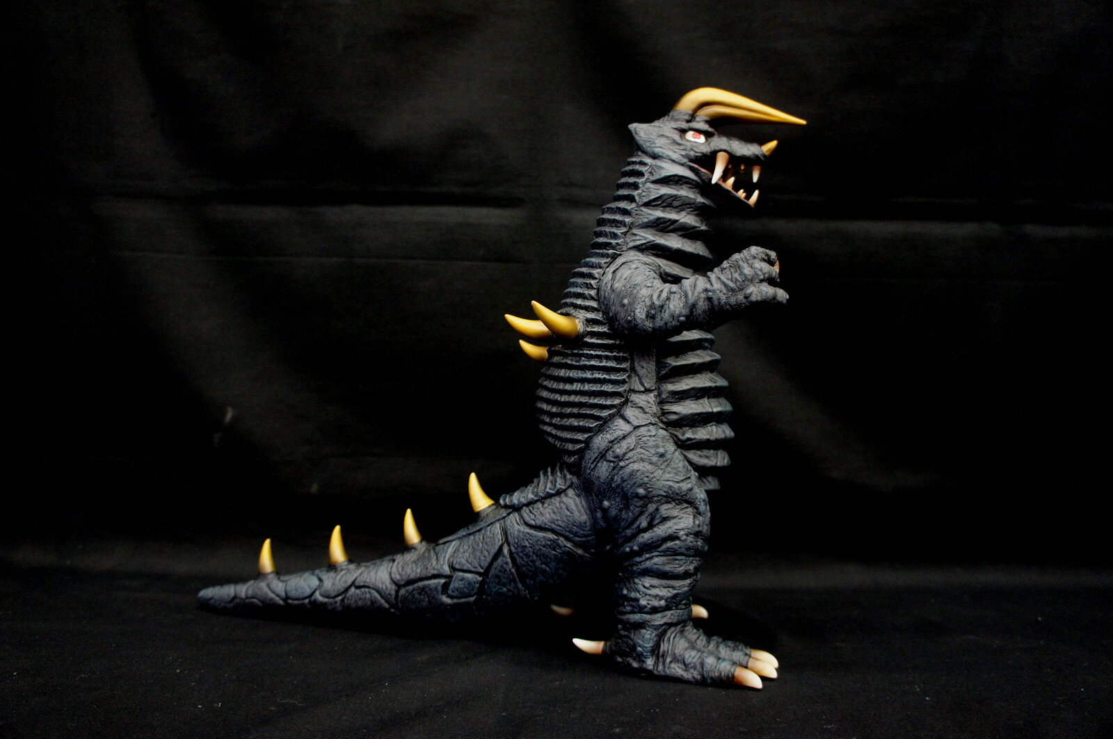 Ultra Kaiju Black King Art Statue  用心棒怪獣 ブラックキング 完成品 https://www.solidart.club/