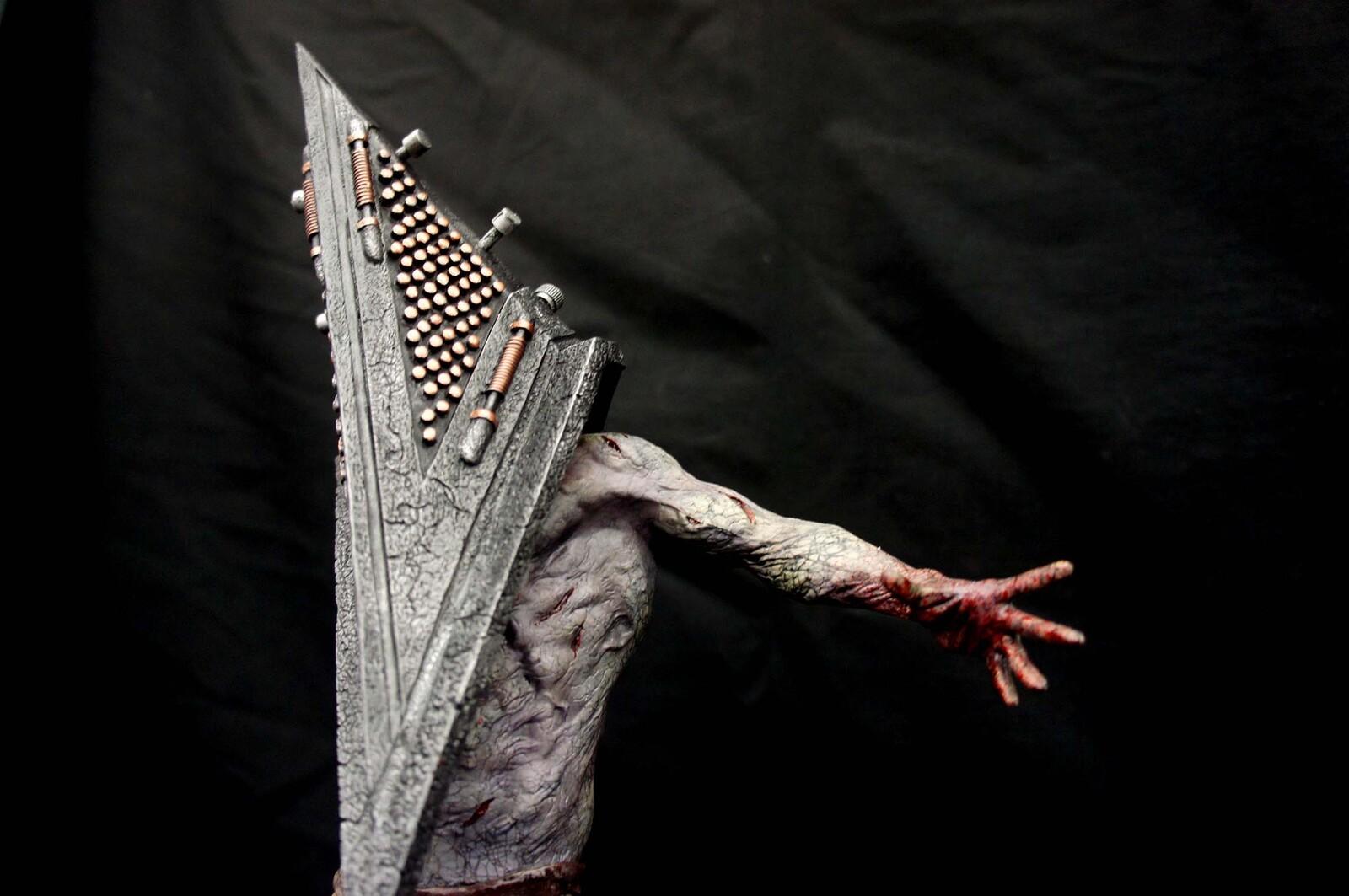 Silent Hill Pyramid Head (Bogeyman) Art Statue  https://www.solidart.club/